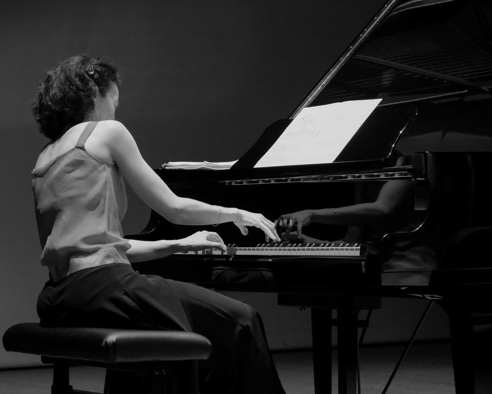 Lorène au piano